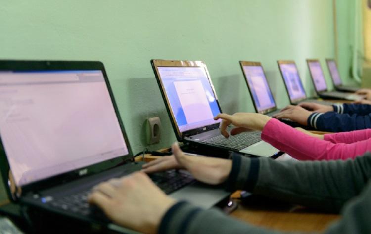 20 000 компьютеров поступят в школы страны в этом году