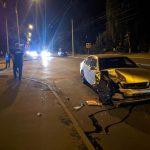 Ночное ДТП в столице: дорогу не поделили Lexus и машина такси (ФОТО)