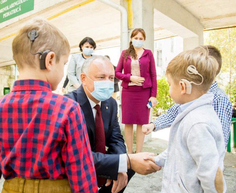 Президент навестил детей, которые обрели возможность слышать. Имплантаты скоро получат ещё 10 малышей (ФОТО, ВИДЕО)