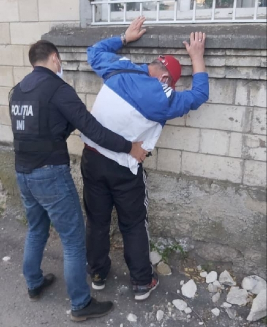 Скупали по поддельным рецептам психотропные средства и перепродавали: в Бельцах задержали двух наркодилеров (ВИДЕО)