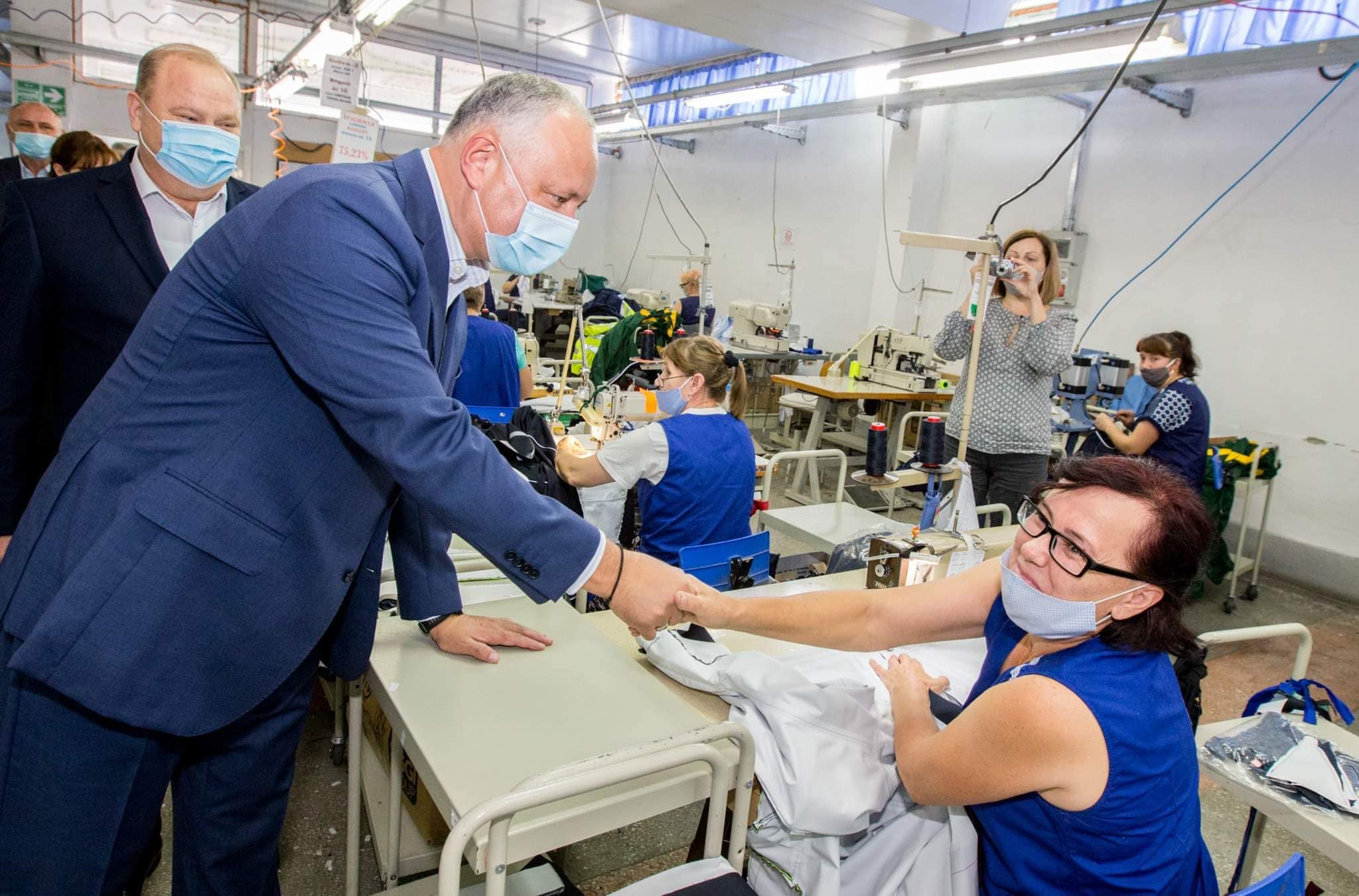 Президент посетил текстильную фабрику в Фалештах