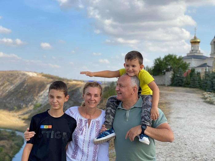«Наша Молдова – райский уголок»: президент с семьёй посетил Старый Орхей (ФОТО)