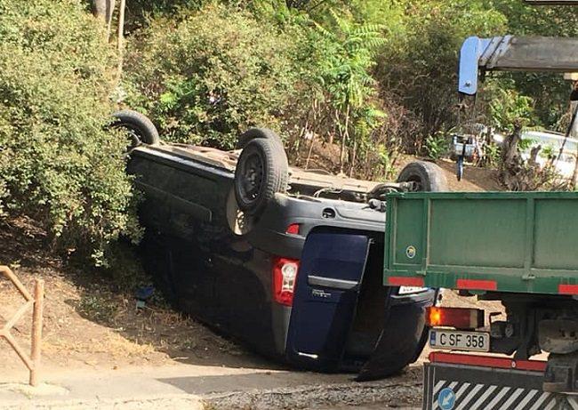 ДТП в столице: легковушка перевернулась на крышу после столкновения с грузовиком