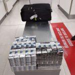 Предприимчивый молдаванин пытался улететь в Лондон с набитым сигаретами чемоданом