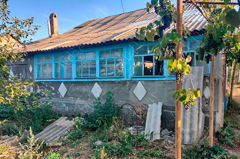 Сорвался с крыши при ремонте дома: мужчина госпитализирован
