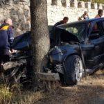 Ещё одна авария в Оргееве. Машина влетела в дерево, четверо в больнице