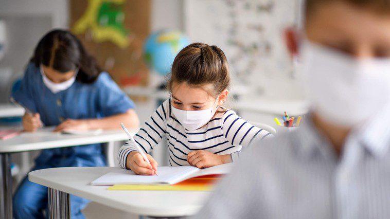 Физическое расстояние между детьми в школах было изменено