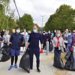 """""""Большая уборка"""" в Кишиневе: Ион Чебан с семьей и коллегами собрали мусор в парке """"Ла извор"""" (ФОТО)"""