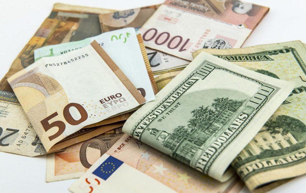 Курсы валют: евро немного снизится в цене