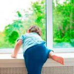 Оставленный без присмотра малыш выпал из окна второго этажа