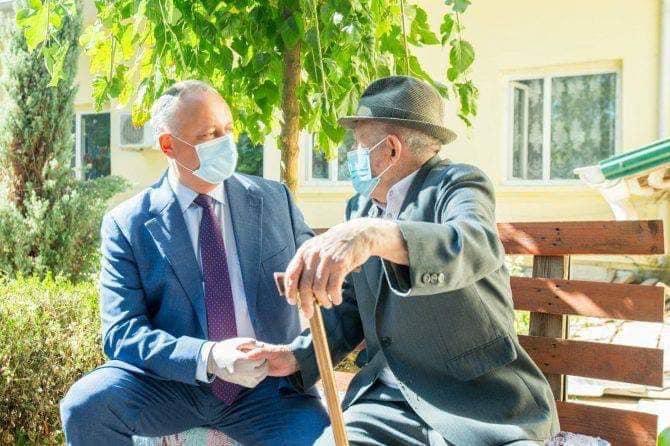 Додон в День пожилого человека: Приложу все усилия, чтобы вы могли наслаждаться спокойной старостью!