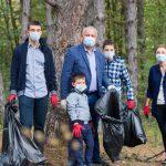 Игорь Додон вместе с семьей принял участие в «Большой уборке» (ФОТО, ВИДЕО)