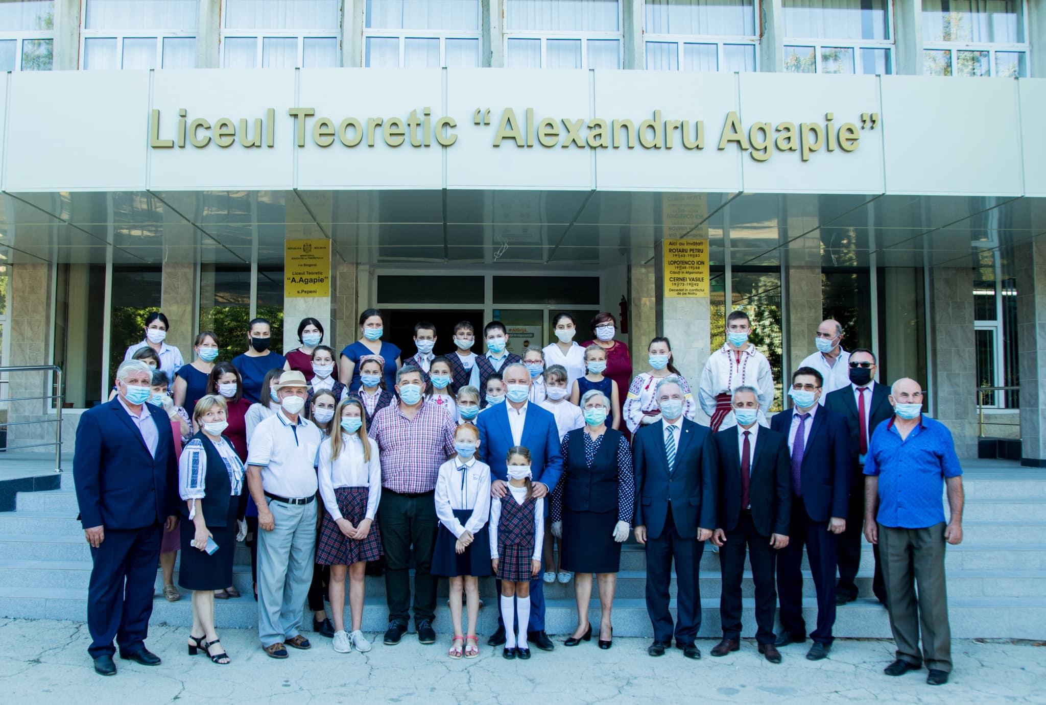 Игорь Додон поздравил учителей с их профессиональным праздником