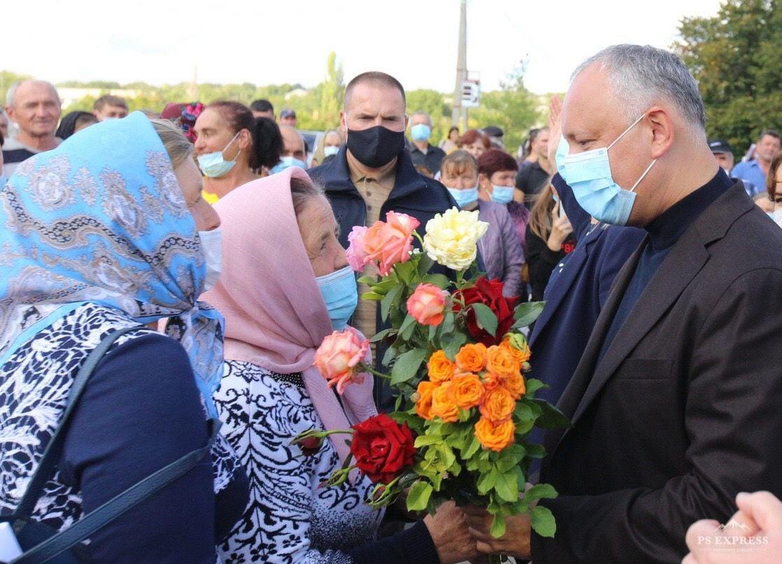 За первую неделю кампании Игорь Додон посетил 8 районов страны и провел более 50 встреч с гражданами (ВИДЕО)