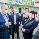 Додон посетил рынок в Брэтушень и пообщался с местными жителями (ФОТО)