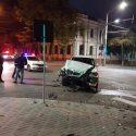 Авария в центре столицы: одна из машин перевернулась (ФОТО)