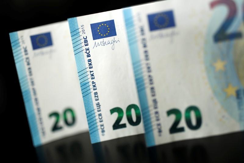 Сколько будут стоить доллар и евро в последние дни октября