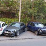 В столице невнимательная автоледи повредила несколько припаркованных машин