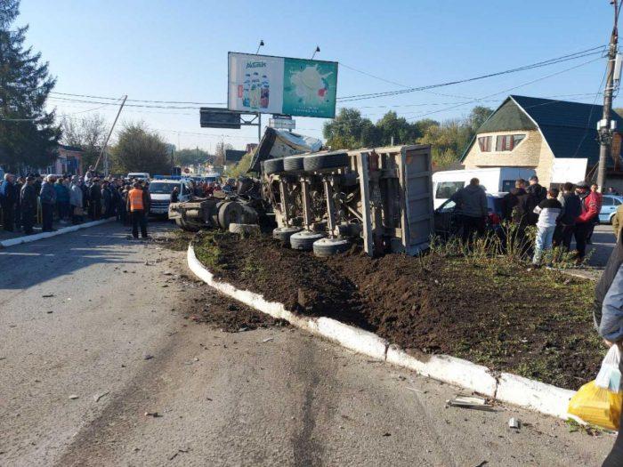 (ОБНОВЛЕНО) Фура протаранила несколько машин в Бричанах: есть пострадавшие (ВИДЕО)