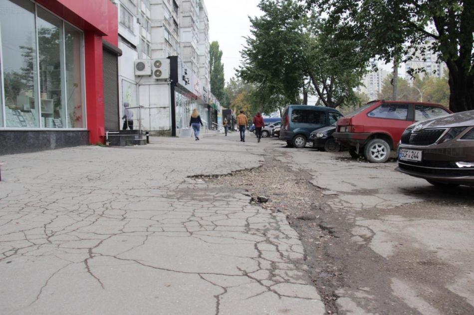 В столице отремонтируют тротуары ещё на шести улицах