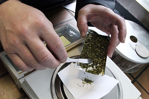 Для личного пользования: в доме сельчанина нашли марихуану и семена конопли