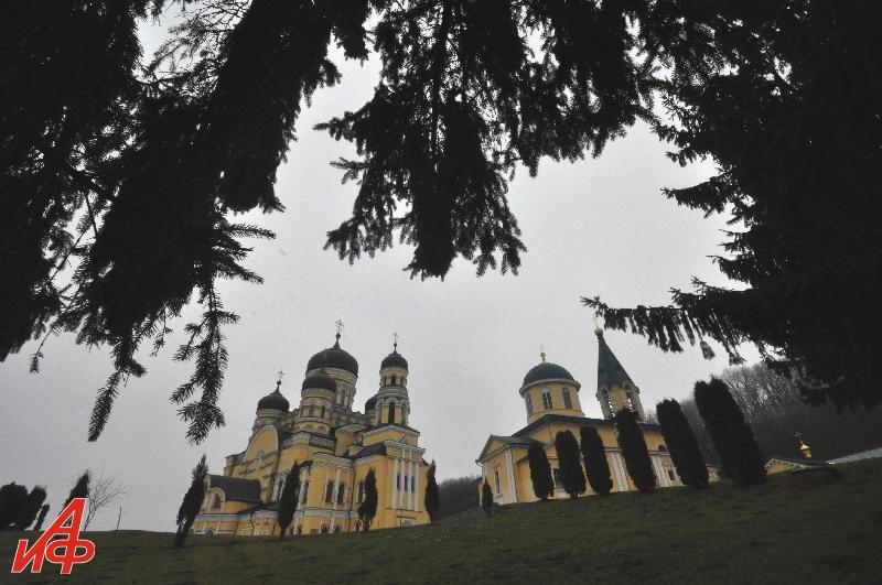 Молдова глазами Взорова.  Монастырь Хынку