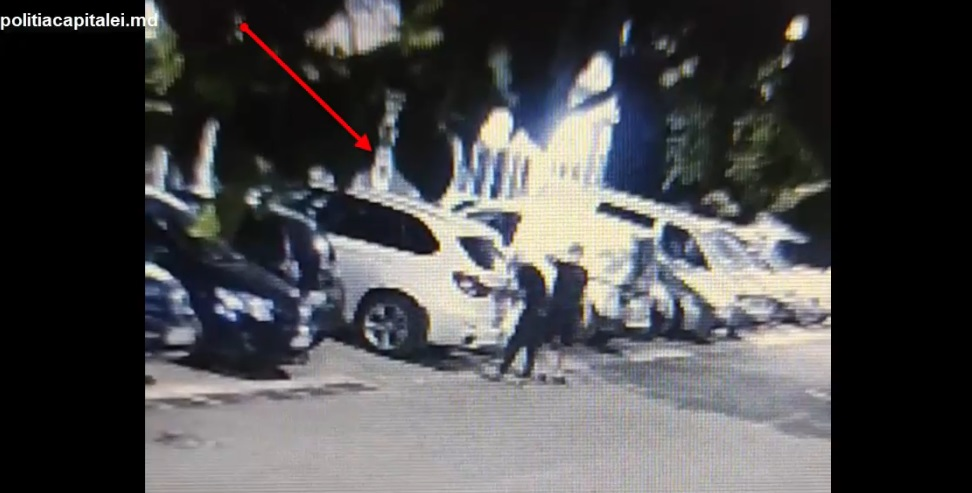 В столице задержали двух подельников, которые обворовывали дорогие машины (ВИДЕО)