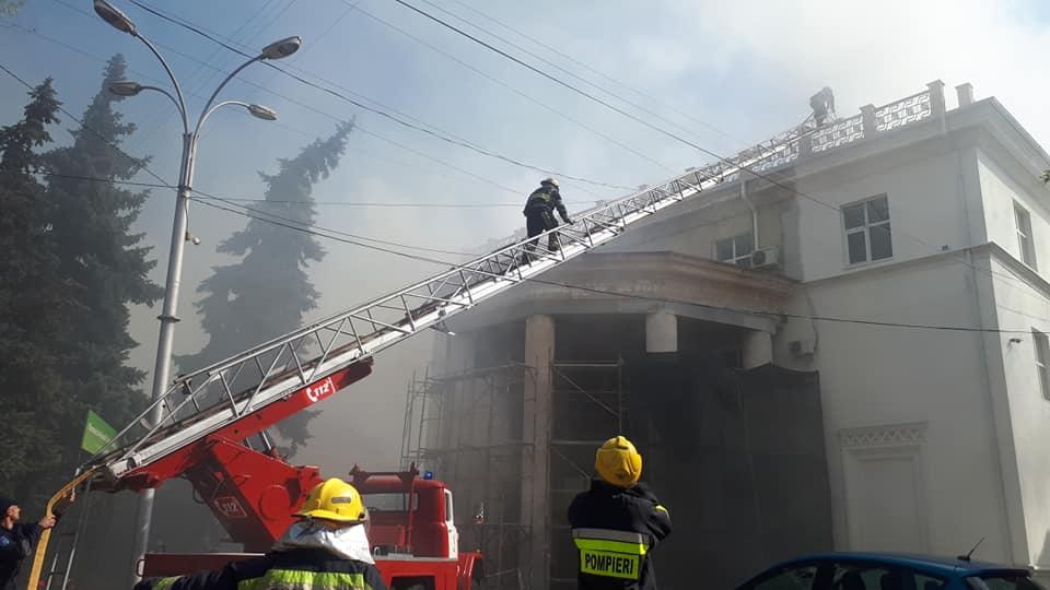 Кику призвал коллег пожертвовать свои премии на восстановление здания филармонии
