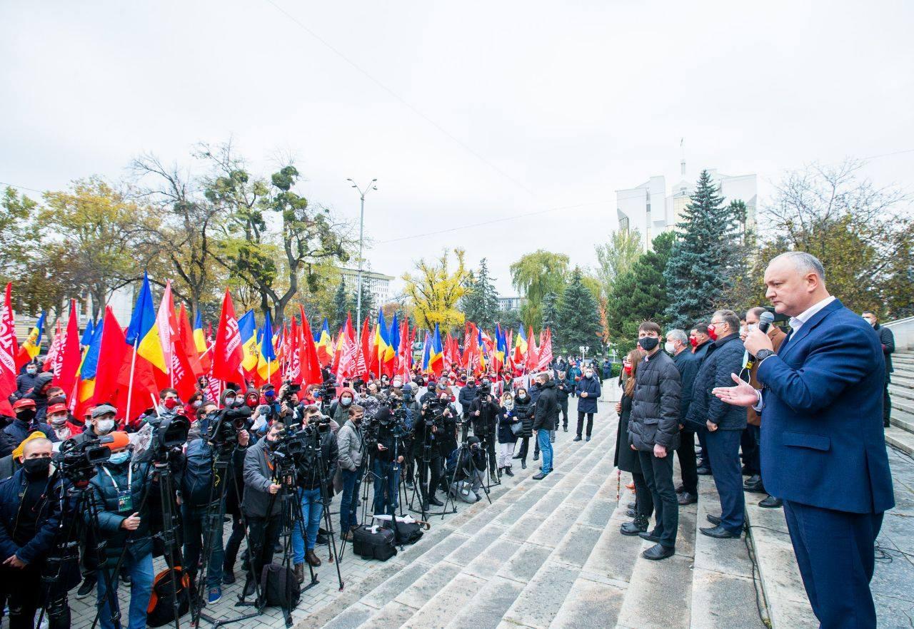 Додон поблагодарил поддержавших его граждан и снова призвал всех прийти на выборы (ФОТО)