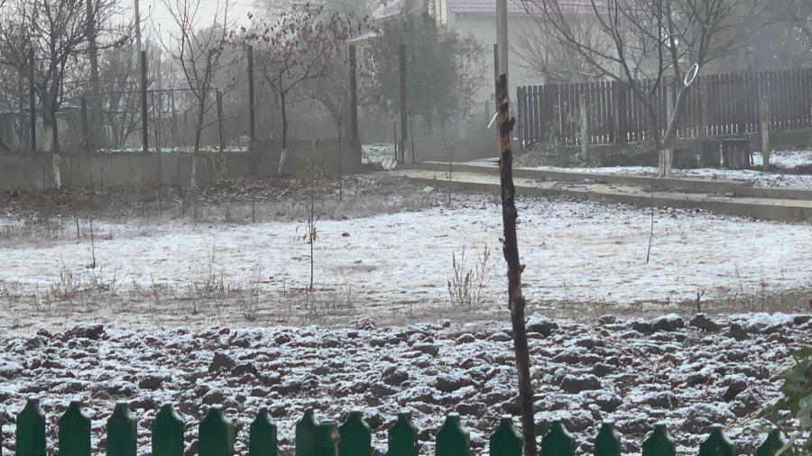 В Молдову пришла зима: в Сынжерей выпал первый снег (ФОТО)