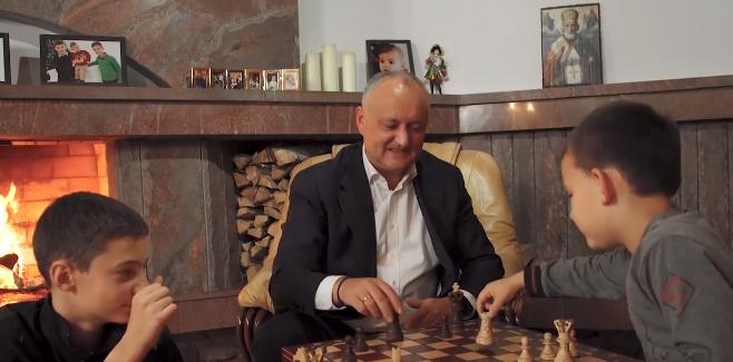 """""""Спасибо, что были рядом!"""": в конце избирательной кампании Додон опубликовал видео с семьей и обратился к гражданам"""