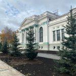 """Генпримар и сотрудники примарии посадили деревья в сквере """"Михай Эминеску"""""""