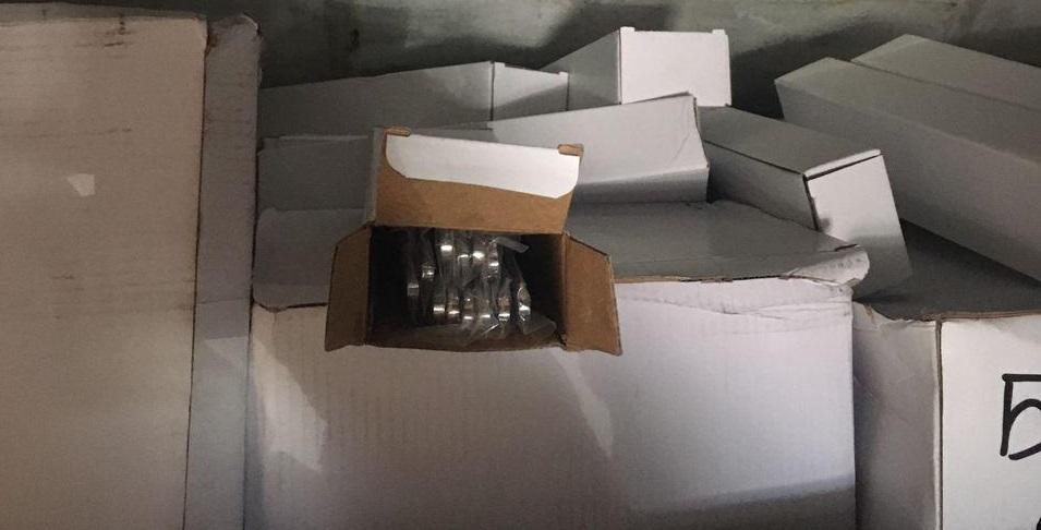 Молдаванин контрабандой вёз столовые приборы через украинскую таможню (ФОТО)