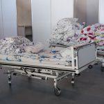 Врач: Есть люди с тяжёлыми формами COVID-19, которые лечатся дома из-за переполненных больниц