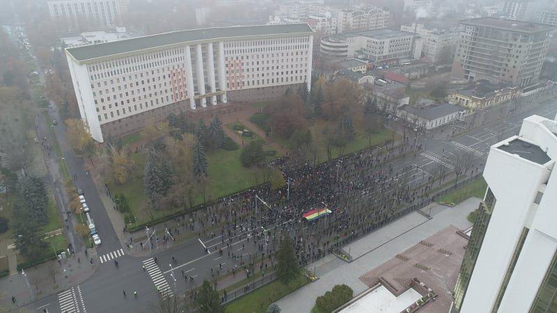 Полиция: В протесте участвуют 700 человек, участок бульвара Штефана чел Маре перекрыт