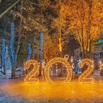 Во всех секторах столицы установлены новогодние ёлки: список локаций