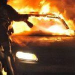 Пожарные потушили загоревшийся на автовокзале в Каушанах BMW