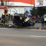 Автомобиль такси перевернулся в результате ДТП на Виадуке