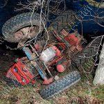 Перевернулся трактор: пассажир скончался на месте