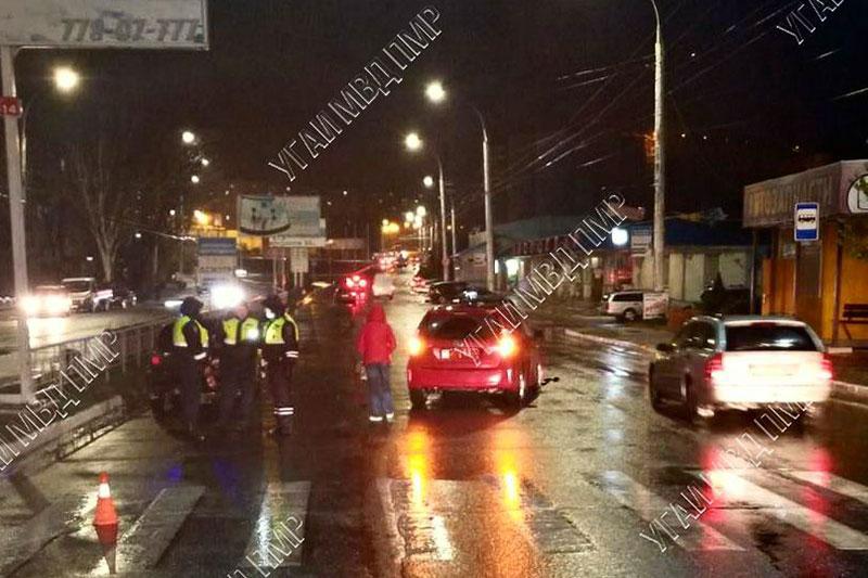 "Попала под машину на ""зебре"": пенсионерку госпитализировали в результате ДТП"
