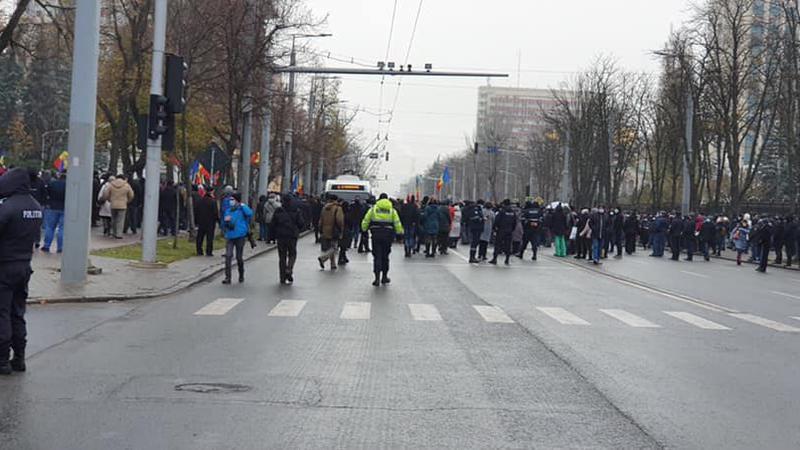 Участники протеста Санду нарушили работу общественного транспорта