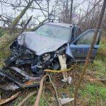 """ДТП в Каушанах: водитель """"впечатался"""" в дерево и оказался в больнице"""