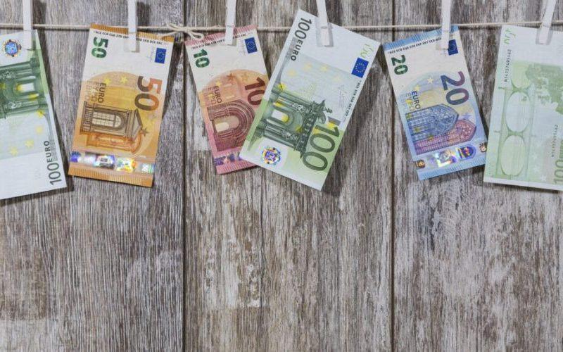 Узнайте, что станет с долларом и евро во вторник