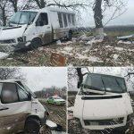 """Последствия непогоды: автомобиль съехал в кювет и """"впечатался"""" в дерево"""