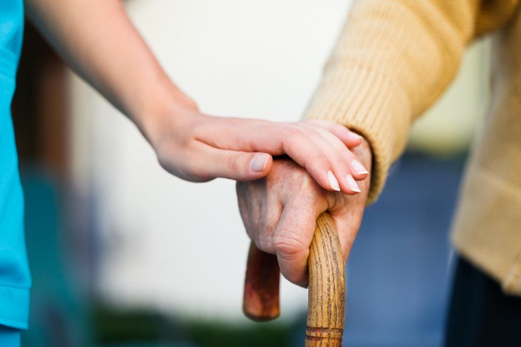 Помощь пенсионерам, инвалидам, семьям: какие меры будут внедрены в 2021 году (ВИДЕО)