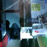 Курьёзный инцидент в Бельцах: пьяный вор вскрыл кассу, в которой было всего 2 лея, и уснул на месте преступления (ВИДЕО)