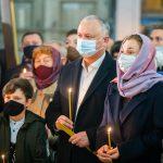Игорь Додон вместе с десятками прихожан принял участие в божественной литургии (ФОТО)
