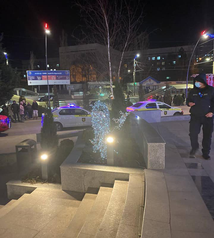 Неизвестный сообщил о якобы заложенной в ТЦ Shopping MallDova бомбе. Посетителей и персонал эвакуировали