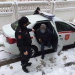 Двух объявленных в розыск правонарушителей поймали на улицах столицы