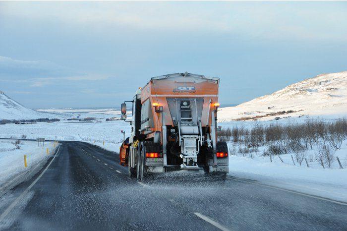 Движение на дорогах страны осуществляется в зимних условиях